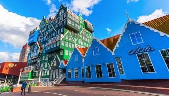 Sembra una casa costruita in mattoncini LEGO. E invece è un hotel