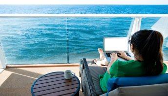 Genova, salpa la prima nave da crociera per smart workers