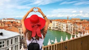Donne che viaggiano da sole: perché bisogna farlo