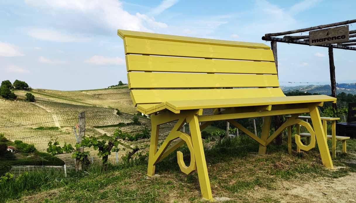 panchina-gigante-gialla-astigiano