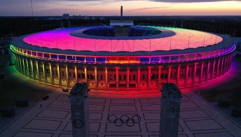 Un arcobaleno scende su Berlino. Lo stadio non è mai stato così bello