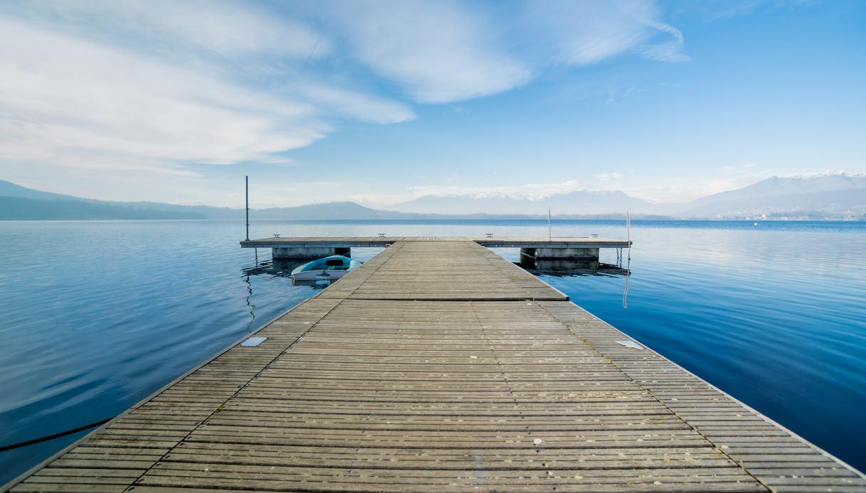 Molo di legno sul lago Viverone