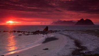 Il sole di mezzanotte è l'esperienza più romantica e incredibile da vivere