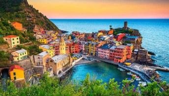 Un viaggio in Italia in estate è un'immersione nei colori più belli