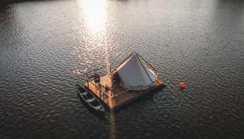Il campeggio in mezzo al lago del Belgio è un sogno a occhi aperti