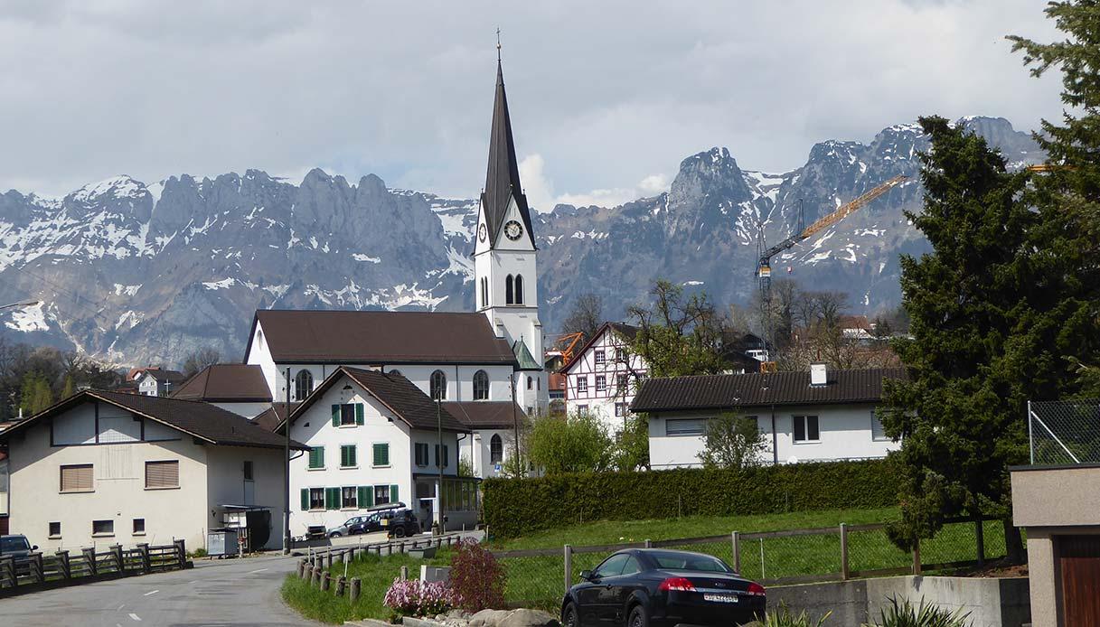 Skyline di Eschen con lo sfondo delle Alpi