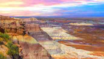 Un arcobaleno di pietra nel deserto dell'Arizona