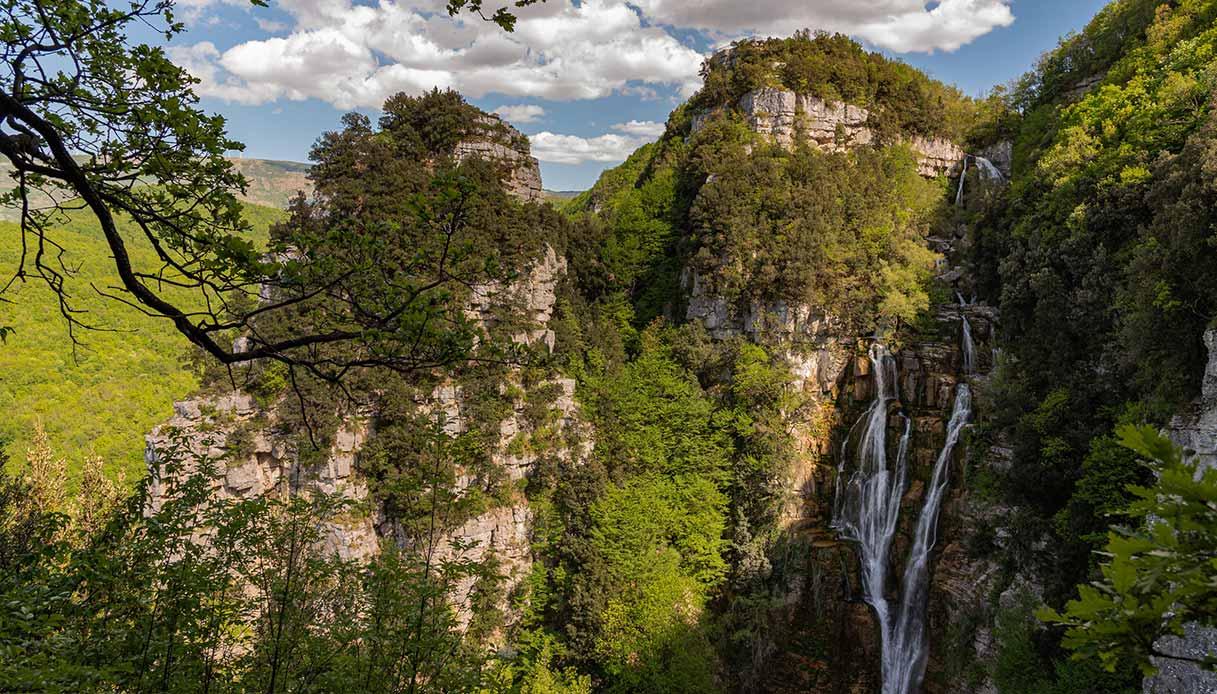 Veduta delle cascate a Borrello, nella riserva naturale del WWF