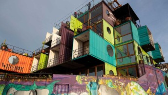 In Cile esiste un hotel costruito con container riciclati. Ed è bellissimo