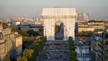 Ci siamo: l'Arco di Trionfo è stato impacchettato. Ed è spettacolare