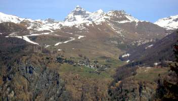 Chamois, il borgo alpino senza auto e con una funivia