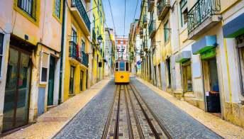 Lisbona vista dal finestrino del tram