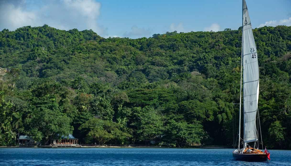 no-time-to-die-giamaica-barca-