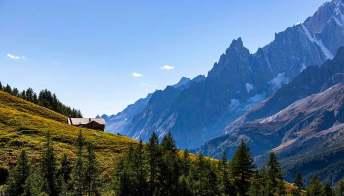 Trekking al Rifugio Walter Bonatti, dedicato al celebre alpinista