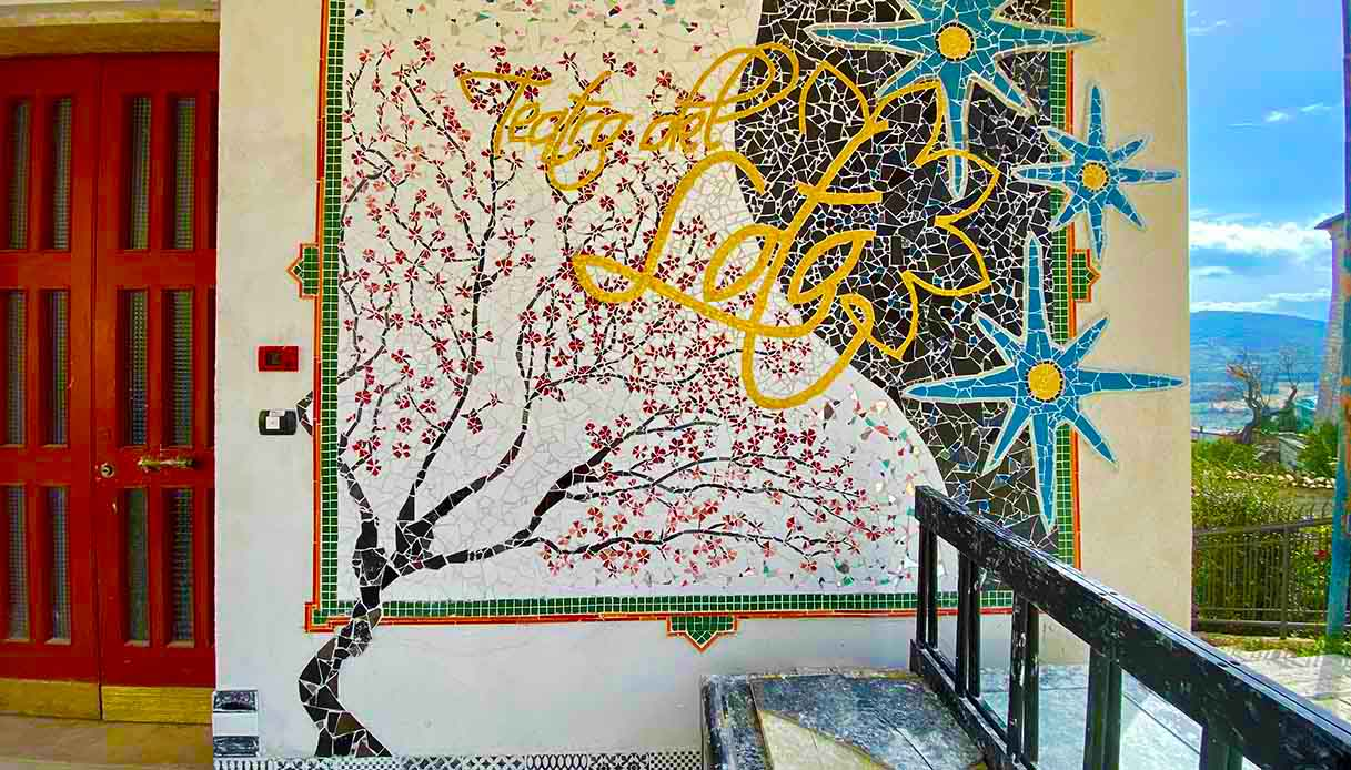Teatro del Loto, mosaici