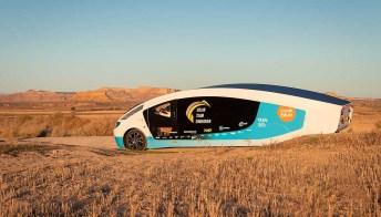 Costruiscono il primo camper a energia solare e fanno un viaggio incredibile